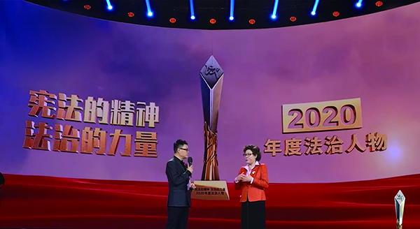 CCTV2020年度法治人物郑雪倩(右一) .jpg